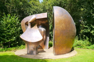 Henry Moore: Large figure in a shelter