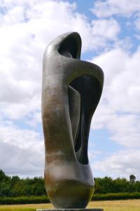 henry moore Large upright internal/external form