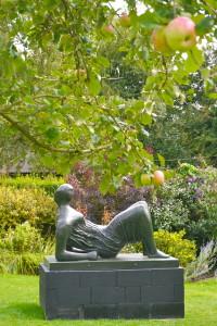 henry moore Draped reclining figure