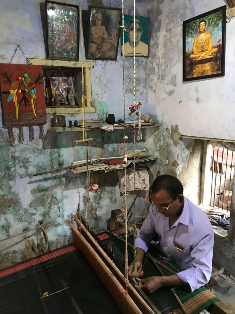 Tangalia weaving